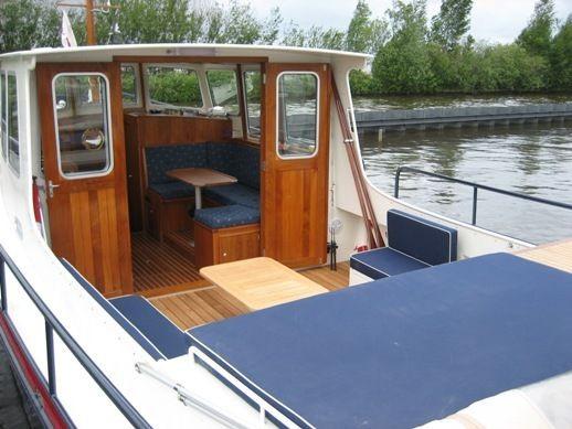 a vendre vedette avec cabine arriere m bateaux et p niches vendre sur. Black Bedroom Furniture Sets. Home Design Ideas