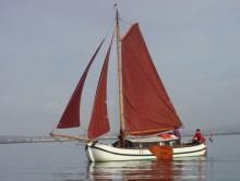 Photo Magnifique tjalk à voile  10 m  25 cv place de port  dans le midi