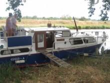 Photo Vedette  cabine arrière  et  cabine  fermée 10m 55 cv