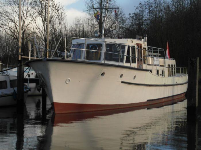 a vendre vedette  u00e0 passagers  ancien navire de service 17