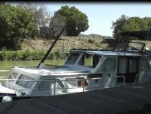 Photo Vedette avec  cabine  arriere  11 m  100 cv